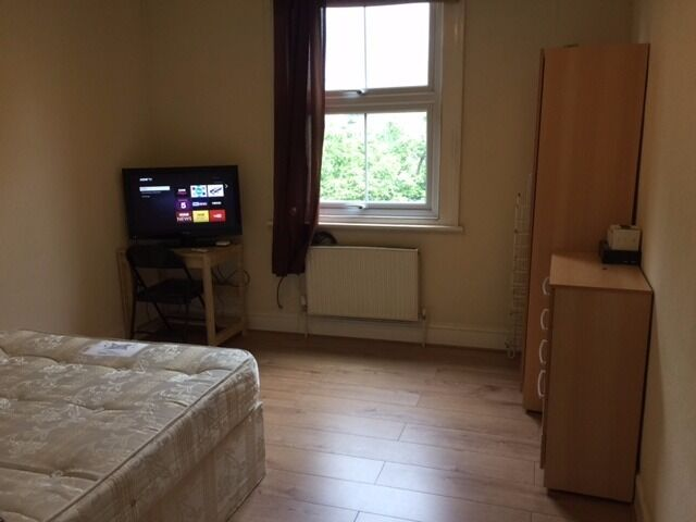 Nice Double room, All Bills Included! Zone 2! 22/04
