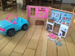 Barbie jeep & kitchen/cuisine