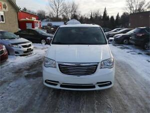 2012 Chrysler Town & Country Limited 2 DVD players!!