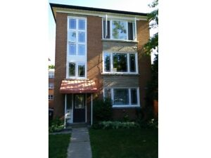 Yonge And Eglinton - Large 2Br Unit, Steps to Subway