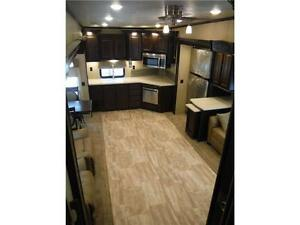 2016 Columbus 340RK Luxury Rear Kitchen 5th Wheel - 3 Slideouts Stratford Kitchener Area image 19
