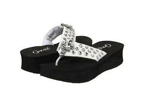 grazie rhinestone bling cross flip flops sandals white size 8 8 5 9 10 new. Black Bedroom Furniture Sets. Home Design Ideas