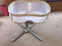 Halo baby bassinet (baby bed) Ideal for newborns - Excellent condition. Ideal as a first cot.