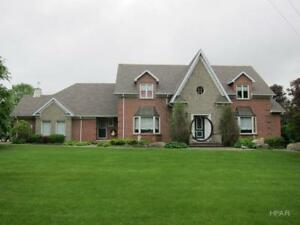 EXECUTIVE HOME 5 BEDROOM ON .89 ACRES LOT IN LUCKNOW!