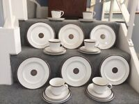 Tea service in Royal Doulton - 24 piece