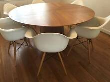 Barely used solid round timber table and 6 chairs Beaconsfield Fremantle Area Preview