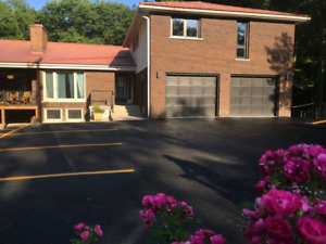 Huge Apartment, Bright 3 bedroom  /  2 Parking spaces