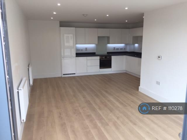 2 bedroom flat in Knightley Walk, London, SW18