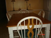 Cotttage style, antique cream table & 4 chairs maple top