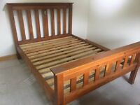 Reclaimed timber kingsize bed with 2 matching bedside cabinets. Beautiful furniture. Very good Cond.