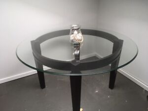 Costume dining table