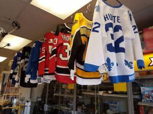 Plusieurs Chandails de Hockey signé avec Certificat Authentifié!