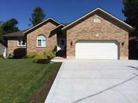 LARGE BEAUTIFUL FAMILY HOME IN MILDMAY