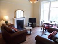 Spacious 2nd floor apartment near the center of Edinburgh, a 10 minute walk from Princes Street.