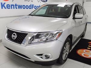 2014 Nissan Pathfinder SV. 4WD & 7 Seater! Got yourself a prime