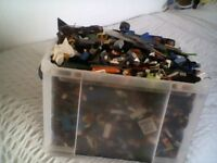 HUGE BOX OF GENUINE LEGO PEICES & LEGO FIGURES & PARTS
