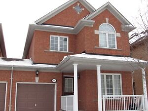 Beatiful detached (linked) house for Rent in Richmond Hill