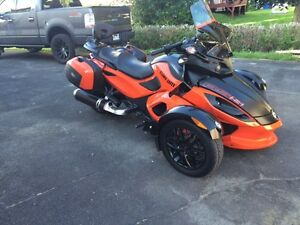 Can am Spyder rss 2012 orange brulée.14,500 km,échange