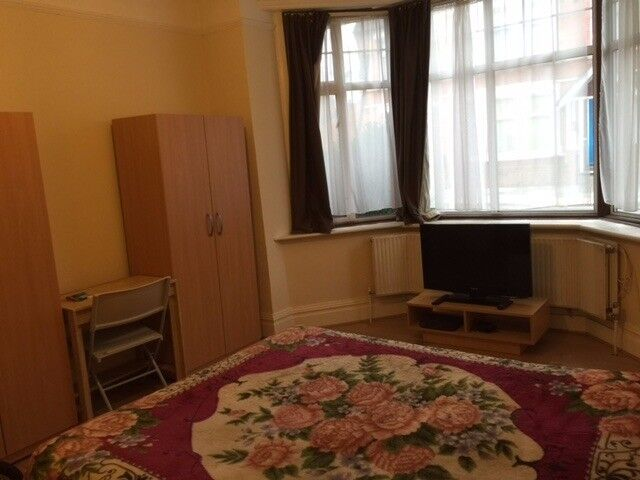 Large Double Bedrooms Available, All Bills Included! Zone 2! 11/10