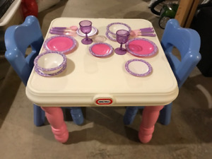 LITTLE TIKES TABLE AND 2 CHAIRS AND DISHES