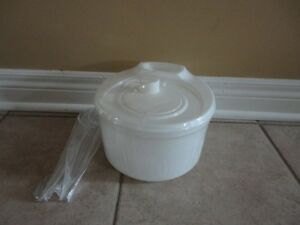 Brand new white salad spinner and serving tongs set London Ontario image 1