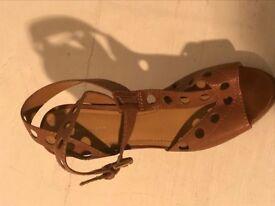 Tan leather Nine West heeled sandals - Size 7