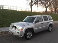 2009 JEEP PATRIOT , MANUEL ,4 CYLINDRE 2.4  LITRES , SIEGES CUIR