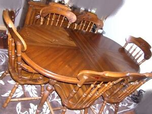 Solid Wood Dining Table+2 leaves+6 Chairs,delivery $$,read insid