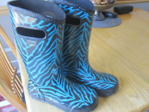 Girl's Size 2 Boggs - Winter and Rain Boots