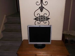 HP 17 inch Monitor Excellent shape Works.