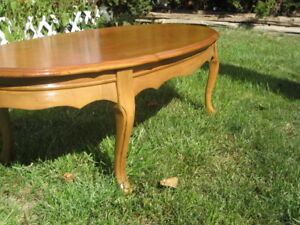 NEW AD! LOVELY VINTAGE FRENCH PROVINCIAL COFFEE TABLE $40