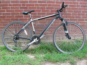 trek bike for ~ 5feet 11inch or ~ 1m80 person (negociable price)
