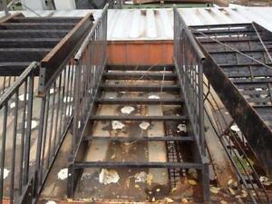 Escalier commercial 7 marches avec rampe chaque c??t??