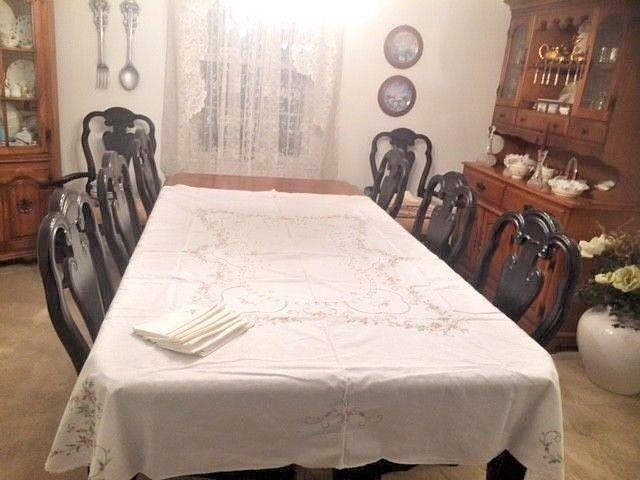 """Beautiful Large Vintage White Embroidered Tablecloth 8 Napkins 76"""" x 62"""""""