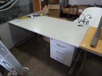 LIGHT GREY SINGLE PEDESTAL DESK