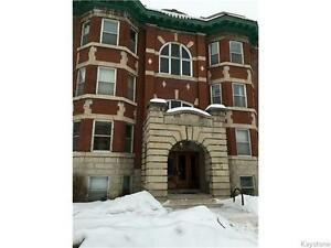 2 bedroom Condo in Beautiful Character Bldg close to Downtown