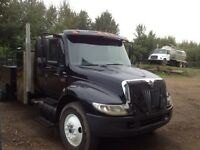 2005 IHC 4300 Extended Cab S/A Picker Truck