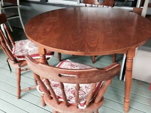 Free kitchen table and chairs Woy Woy Gosford Area Preview