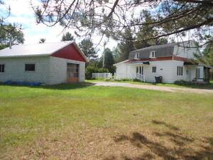 maison de campagne avec garage Lac-Saint-Jean Saguenay-Lac-Saint-Jean image 2