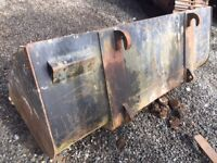 BUCKETS, HITCHES AND JCB PARTS! SEE PICTURES!