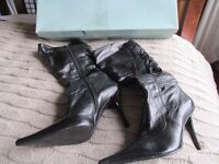 Ladies black Ravel boots size 6/39