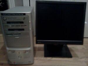 ordinateur 2.5 ghz avec écran plat 17poucescomprise va tres bien