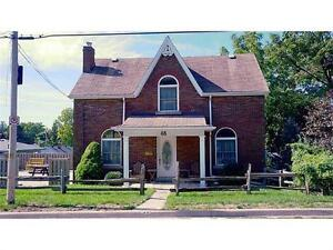 Lovely tri-level home in highly sought after Old Milton