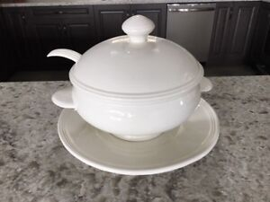 NEW NEVER USED Extra Large Soup Tureen