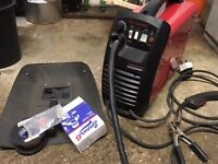 Gasless small mig welder great little welder c/w spare new reel of wire spare shroud & nozzles £50