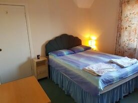 A flatshare on Pipeland Road (13 mins walking distance to town)