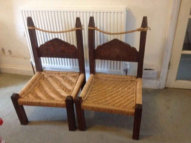 Gentil VINTAGE TRADITIONAL INDIAN ETHNIC CARVED LOW WOODEN CHAIRS
