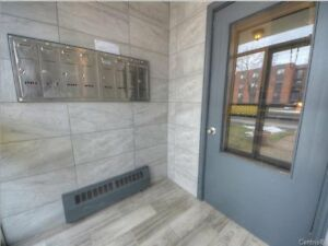 Brossard walk to Panama- Renovated  4 1/2 appartement 1 parking