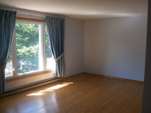 Two bedroom plus den,upper,  East City Peterborough, ON