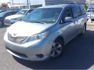 2011 TOYOTA SIENNA LE AUTOM 8PASSAGERS CLIMATISEE ROULE BIEN